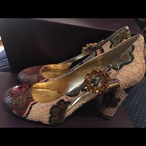 Hale Bob size 8 gorgeous heels Genoa cream